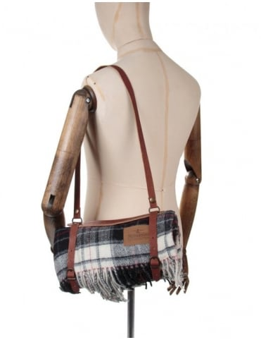Pendleton Woolen Mills Motor Robe Leather Carrier - Macrae