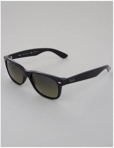 Ray-Ban New Wayfarer Sunglasses - Black // Green Polarized